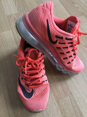Nike Sneaker in orange
