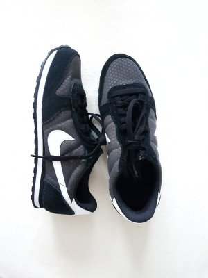 Nike Sneaker in schwarz-weiss