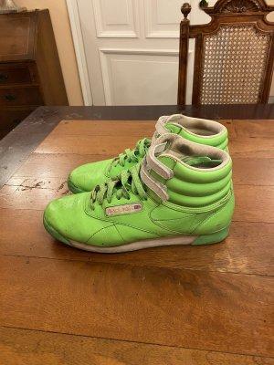 Nike Sneaker limitierte Edition Gr 39