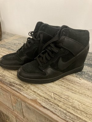 Nike Sneaker mit Absatz