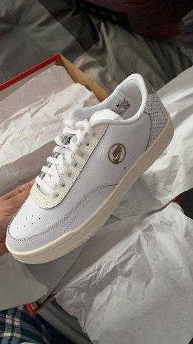 Nike Sneaker Neu!