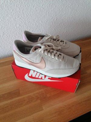 Nike Sneaker - NEU mit Originalkarton - Größe 39