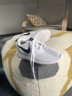Nike Basket montante blanc-noir