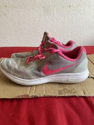 Nike sneaker Schuhe Sport Gr. 38,5