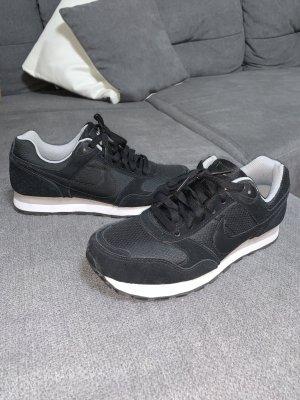Nike Sneaker Schwarz WMNS Md Runner Gr. 39