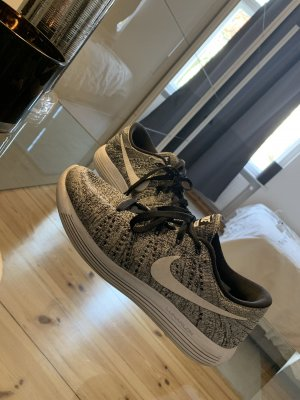 Nike sneaker super Zustand!