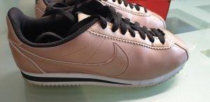 Nike Sneakers Cortez Größe 39 bzw. 8 in kupfer-metallic