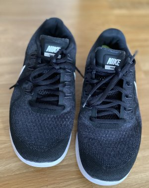 Nike Sneakers in schwarz/weiß Gr. 38