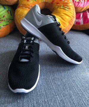 Nike Sneakers Laufschuhe 39