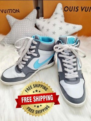 Nike Basket à talon bleu clair-blanc