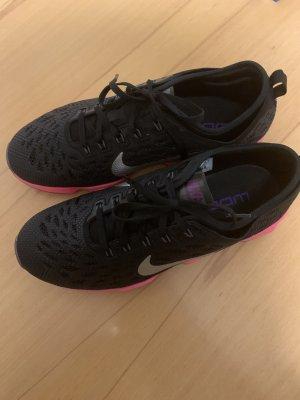 Nike Sneakers neu !