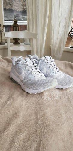 Nike sneakers Sportschuhe Turnschuhe gym Schuhe 37,5 (ehr kleiner, ca 36)