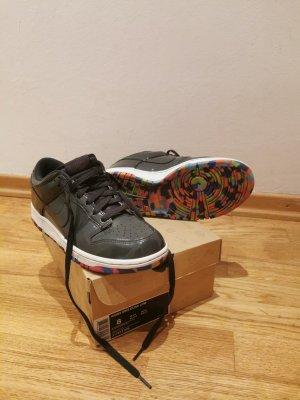 NIKE Sneakers Wmns Dunk Low dunkelgrau glänzend