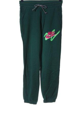 Nike Sporthose grün-pink Schriftzug gedruckt sportlicher Stil