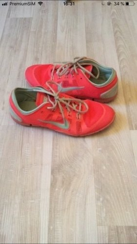 Nike Sneaker stringata menta-salmone