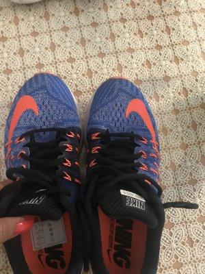 Nike Sportschuhe Größe 39