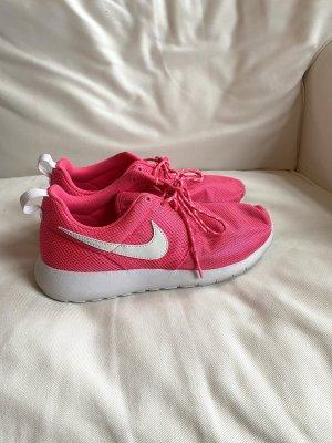 Nike Sportschuhe in neon-pink