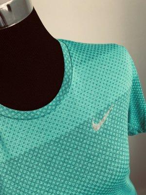 Nike-Sportshirt ,perfekt für die neue Frühlingsfigur