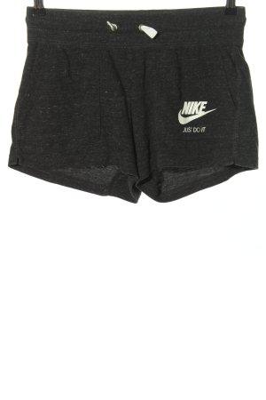 Nike Sportshorts schwarz-weiß Schriftzug gedruckt sportlicher Stil