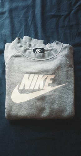 Nike Sweater / Hoodie in grau + weiß / nur 1 - 2 × getragen