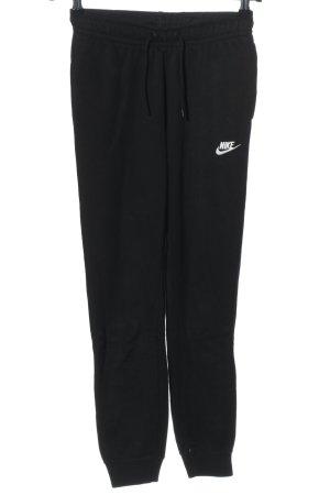 Nike Sweathose schwarz Schriftzug gestickt schlichter Stil