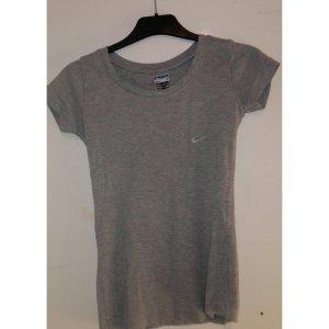 Nike/ T-Shirt