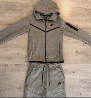 Nike tech fleece anzug
