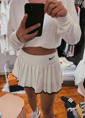 Nike Tennisrock weiß schwarz Logo y2k vintage Look retro