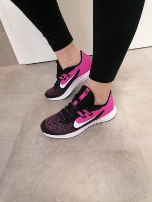 Nike Textil Sneaker schwarz fuchsia 38.5