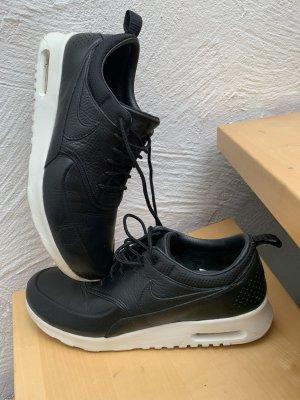Nike Thea Echtleder