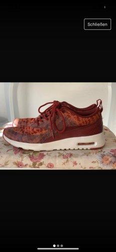 Nike Thea rot