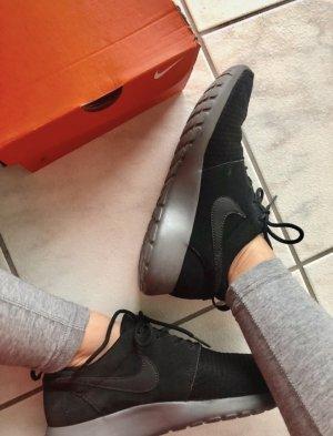Nike Thea schwarz