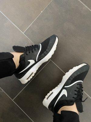 Nike Thea schwarz weiß