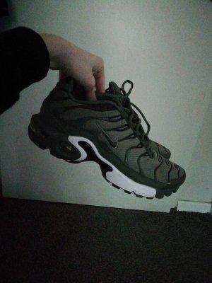 Nike tn khaki