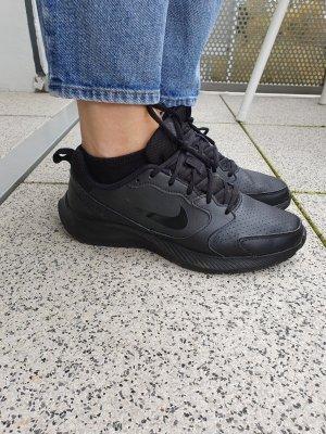 NIKE Todos Sneaker aus FlyLeather Gr.38,5