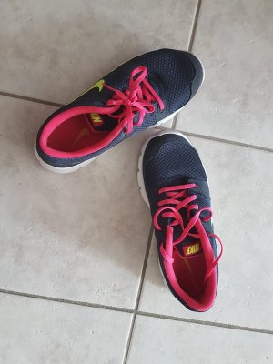 Nike Trainer Schuhe *NEU*