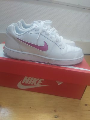 nike trainers almost new