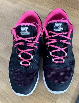 Nike Trainingsschuhe Gr. 40