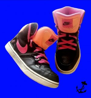 Nike High Top Sneaker black-pink