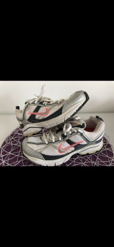 Nike Turnschuhe getragen Gr. 38
