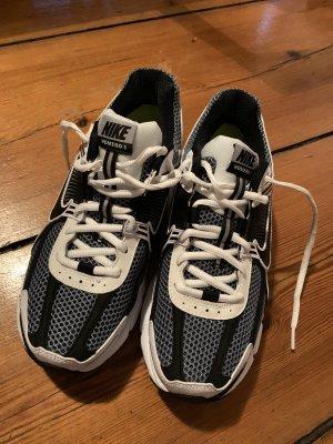 Nike Vomero 5 40 Turnschuh Sneaker Schwarz Weiß