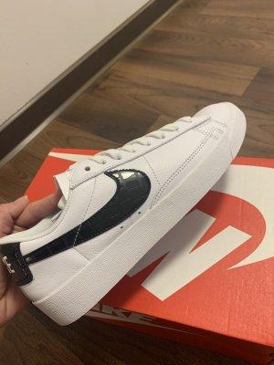 Nike W Blazer Low Gr. 39 Neu mit Original Verpackung