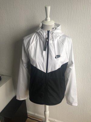 Nike Cortaviento blanco-negro