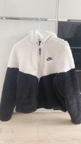Nike Winterjacke S im sehr guten Zustand