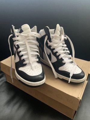 Nike WMNS Dunk Sky Hi Keilabsatz Sneaker High Top