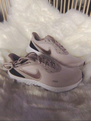Nike WMNS Revolution 5 Damen Gr.39