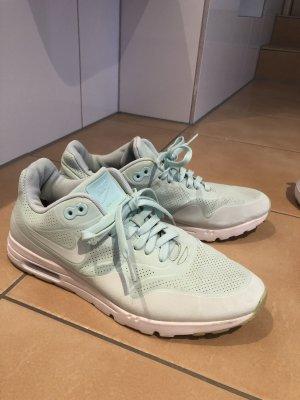 Nike Sneakers met veters munt