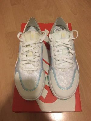 Nike Woman Renew Lucent Grösse 38,5