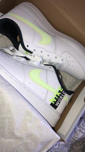 Nike Worldwide Limited Edition NEU