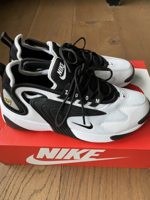 Nike Lace-Up Sneaker black-white